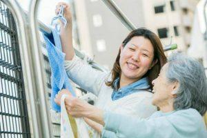 <コロナ関連失業者に朗報>未経験でも働きながら自己負担なく資格が取れる「東京都介護職員就業促進事業」プログラムを開始!
